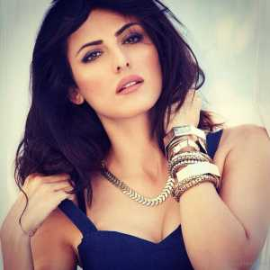 bigg-boss-9-movie-actress-mandana-karimi-gets-evicted