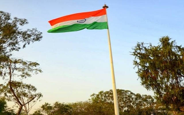 Pakistani man hoist indian flag on his house