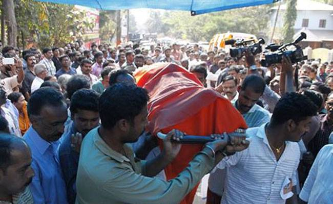 country made crude bomb hurled at bjp office in talassery kannur one day after bjp rss workers murder