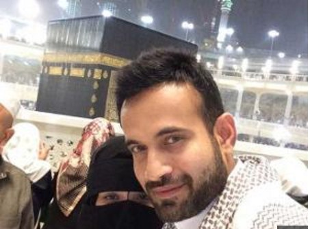 irfan pathan arrived kaba sharif after marriage