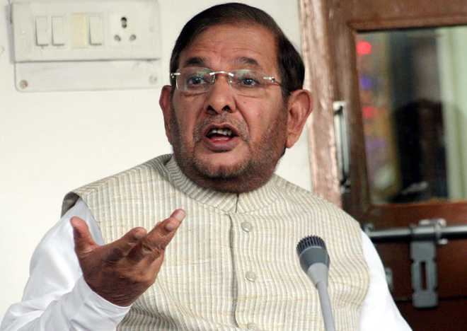 Jdu President Sharad Yadav Addressing Press Conference in new Delhi on tuesday. Tribune Photo.Mukesh Aggarwal