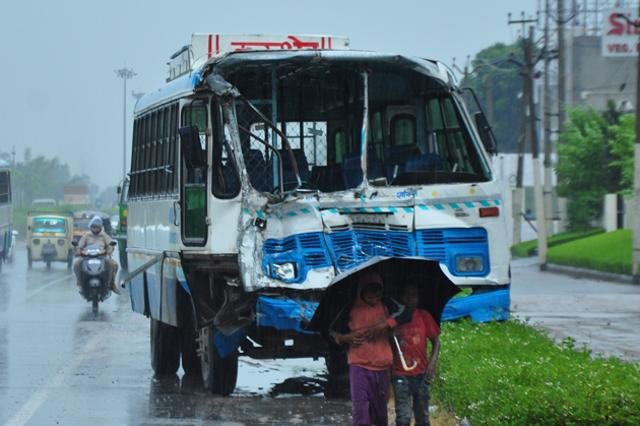 accidental-buses-at-zirakpur_50c9d258-5fbf-11e5-bd1b-52cbbb8abfd4