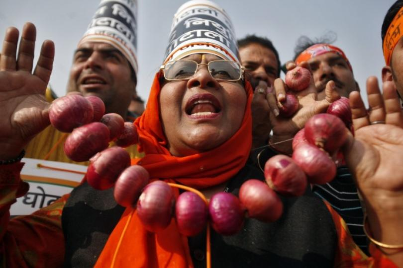 56971-an-activist-from-indias-main-opposition-bjp-wearing-an-onion