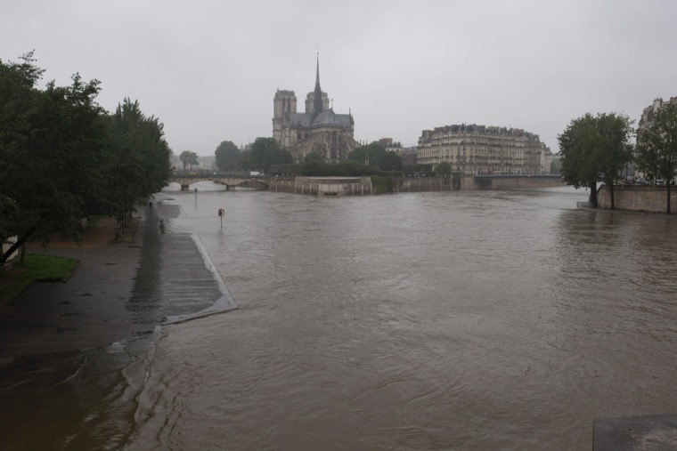 AFP-Getty_TOPSHOT-FRANCE-ENVIRONMENT-WEATHER-FLOOD-5-760x507